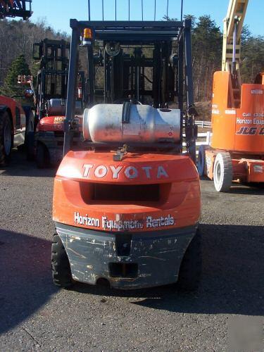Forklift toyota tow motor seven series fork lift